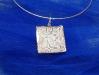 pendente-retangular-em-porcelana-texturizada-com-esmalte-azul-engastada-em-prata-900-dim-35x35-cm-0012joi