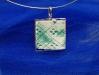 pendente-retangular-em-porcelana-texturizada-com-esmalte-verde-claro-engastada-em-prata-900-dim-35x3515joia