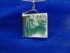 pendente-retangular-em-porcelana-texturizada-com-esmalte-verde-engastada-em-prata-900-dim-35x35-16joia